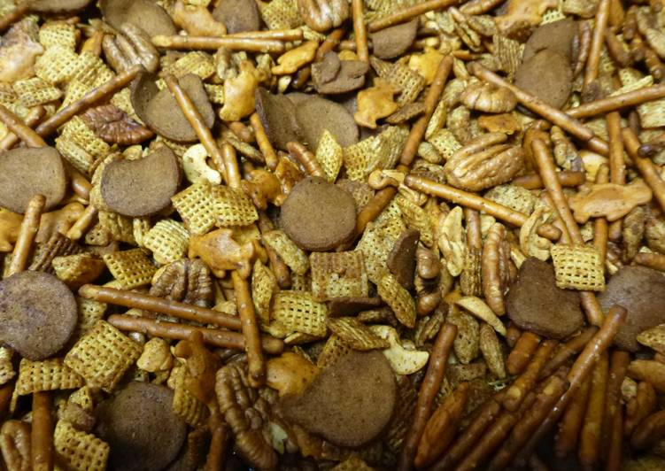 Texas Holiday Trash Mix (Chex Mix)