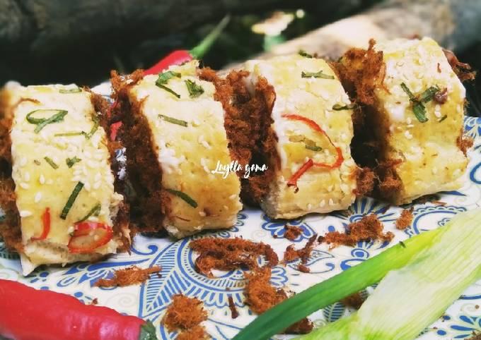 Roti gulung abon - floss roll bread