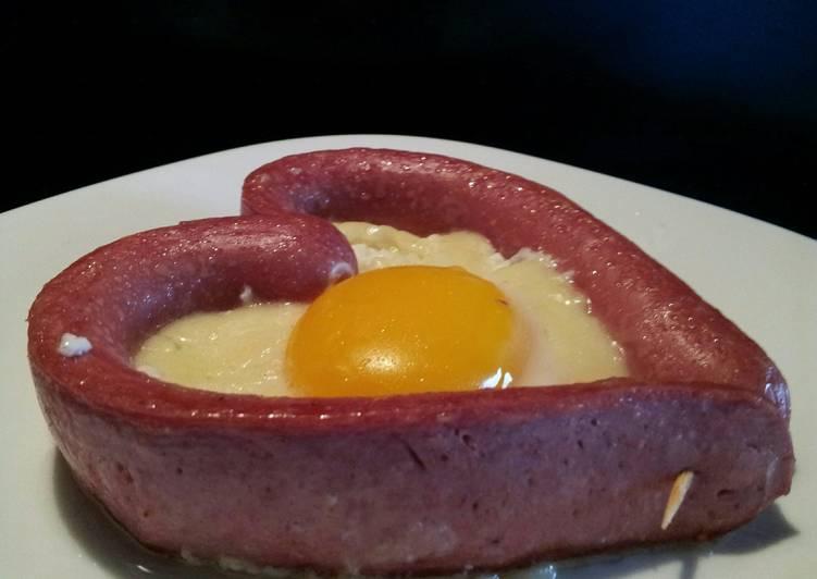 Recipe: Perfect AMIEs Fried EGG & Hotdog  (Valentine Breakfast)