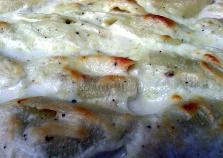 Stuffed Italian Shells with White Sauce