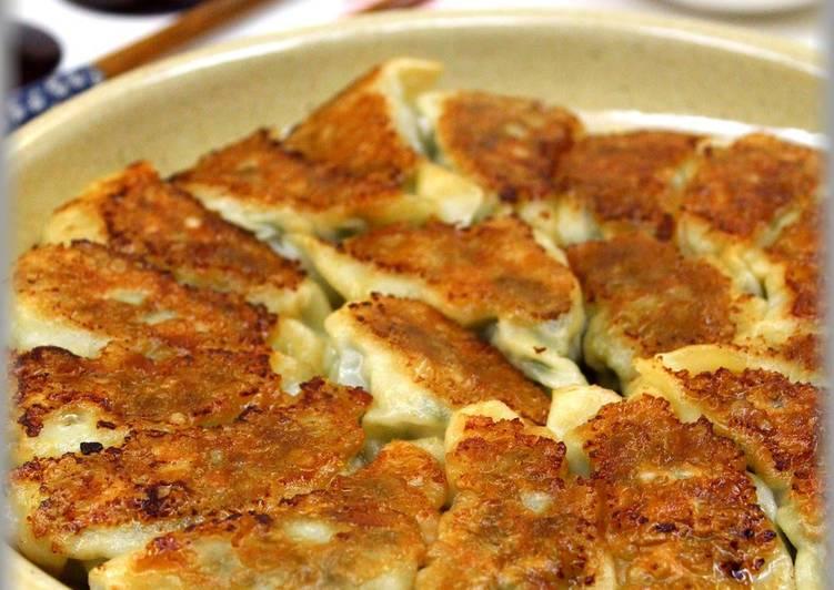 Recipe of Perfect Ground Meat Gyoza Dumplings with Lots of Chrysanthemum Greens