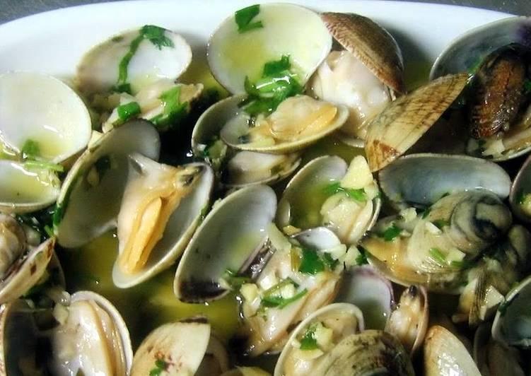 clams in white wine sauce (portuguese ameijoas a bulhao de patob)