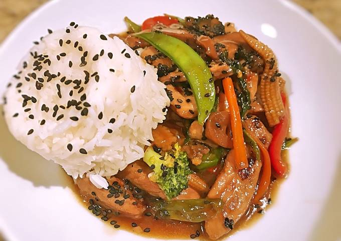 Asian Pork and vegetable in spicy garlic brown sauce