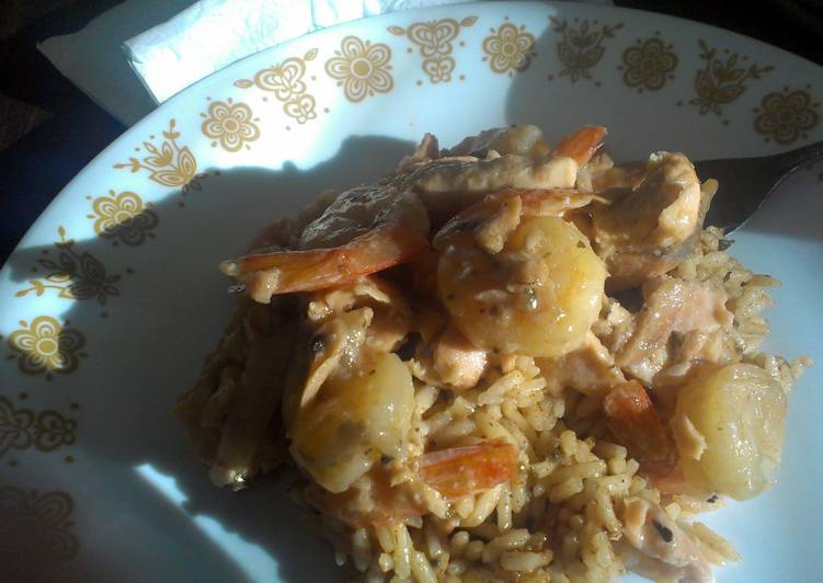 Recipe: Appetizing Garlic Seafood with chili rice