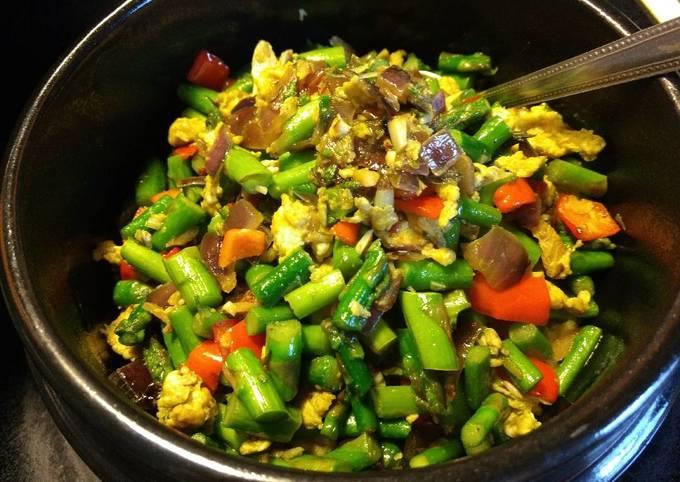 Quick Sauté: Asparagus and eggs芦笋炒蛋