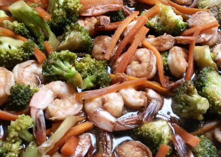 Prawns with vegetables in light sauce