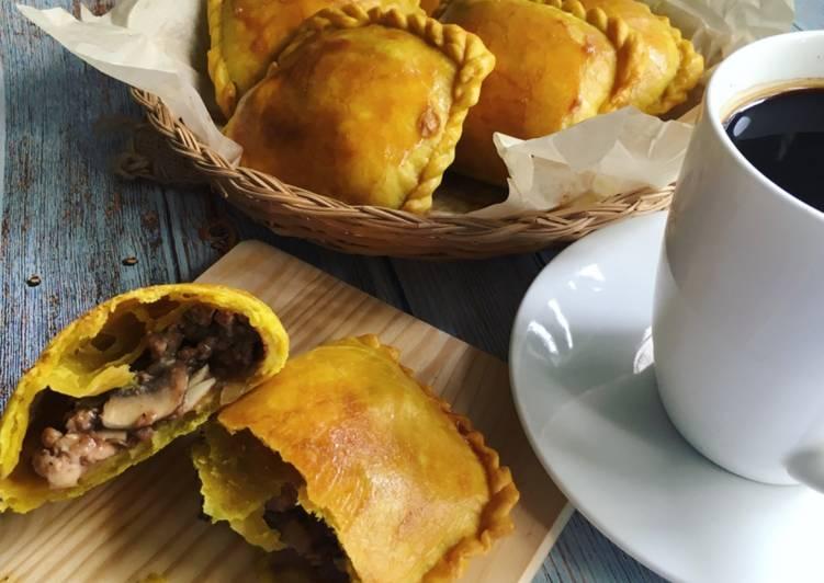 Jamaican Beef & Chicken Patties - velavinkabakery.com