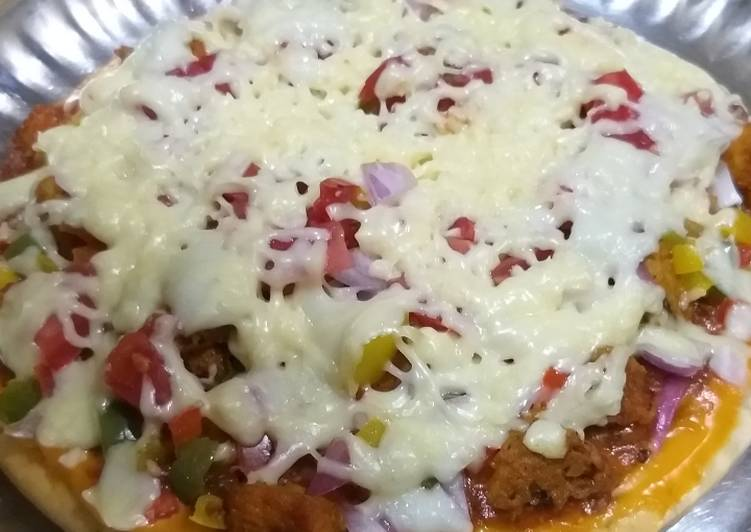 Chicken veggie tikka pizza