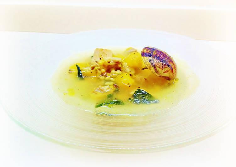 Ricetta Zuppa di pesce con fregola sarda, cavolo nero e datterini gialli
