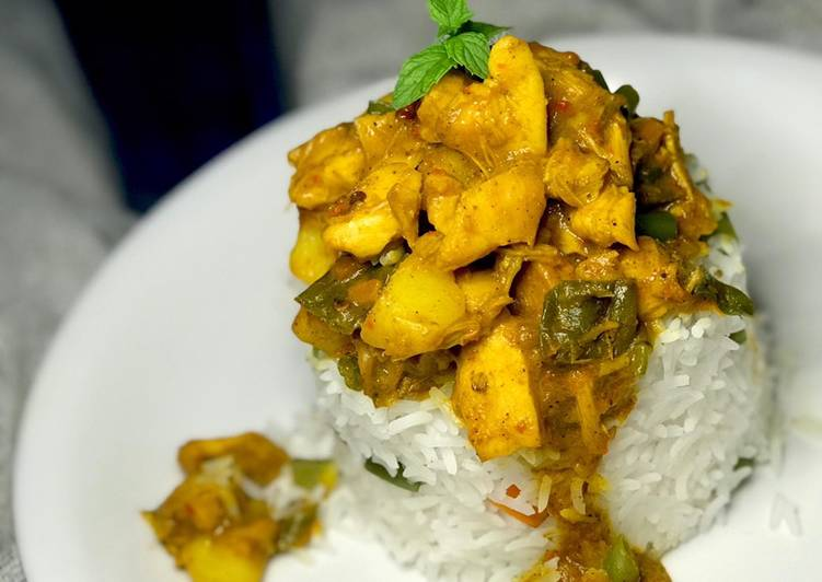 Steamed rice /chicken curry