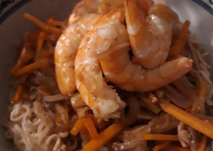 Sauté de nouilles aux crevettes