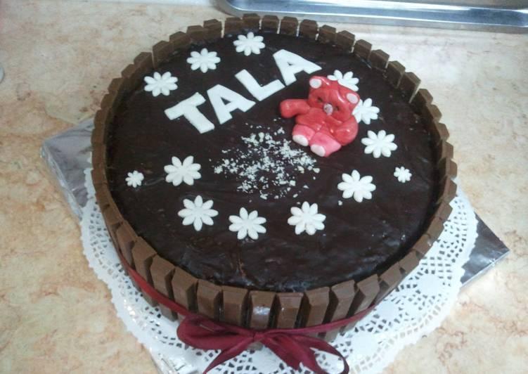Chocolate Cake with Kit-kat
