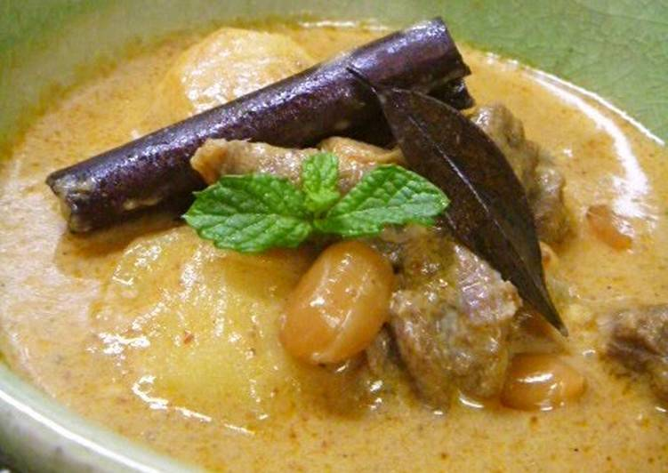 Easiest Way to Cook Yummy Beef Massaman Curry – Kaeng Matsaman