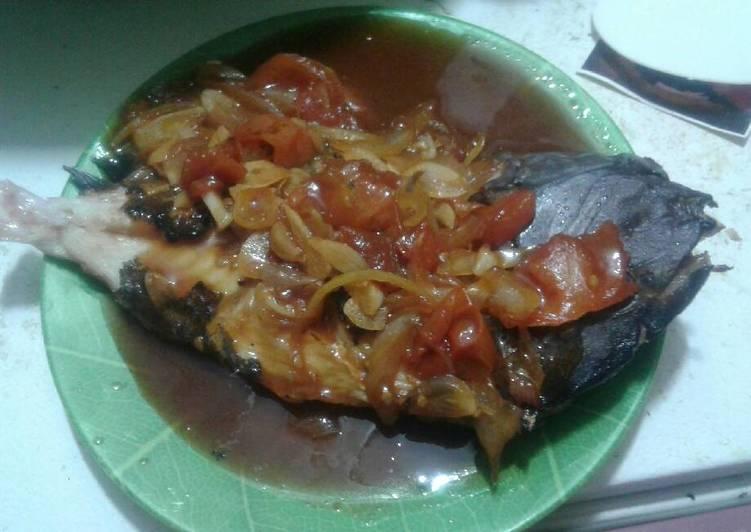 Ikan bakar baronang saus asam manis