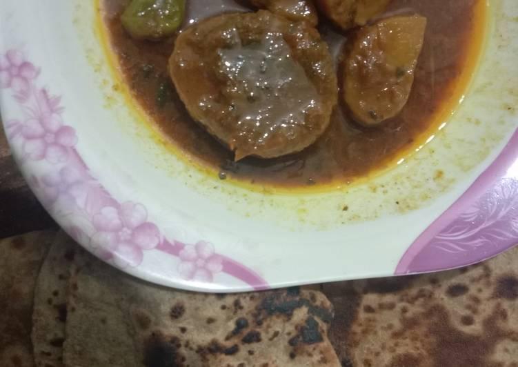 Piyaz Alo ka salan with roti
