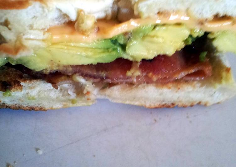 Avocado, bacon and chedder cheese bagel