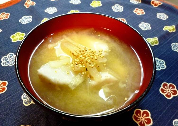 My Mother's Signature Recipe for Satoimo and Daikon Radish Miso Soup