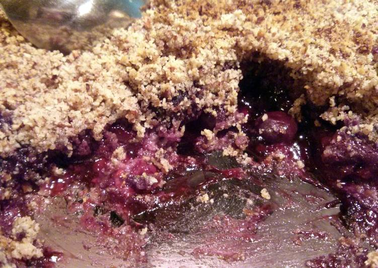 Easy Recipe: Delicious Paleo Fruit Crumble