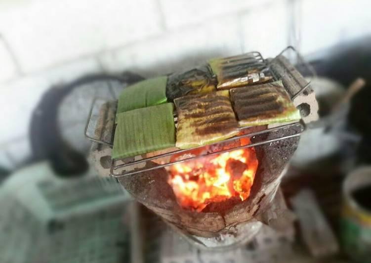 How to Make Award-winning Baked Fish in Banana Leaves