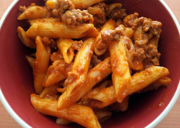 Pasta with a SIMPLE Bolognese