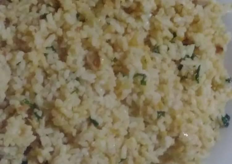 Nasi goreng blasteran(isi kornet telur bakso)