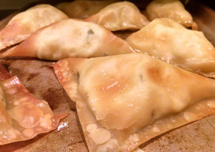 Skinny Girl Crab Rangoon Bombs