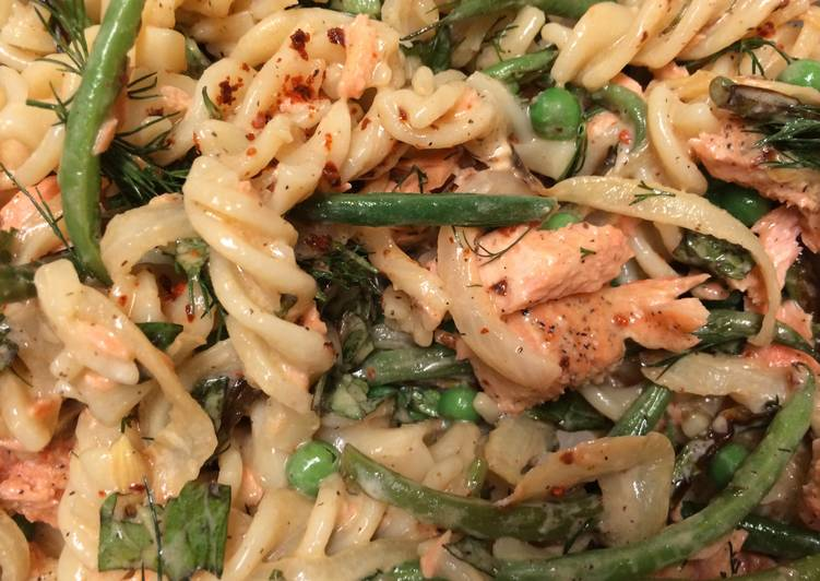 Rotini With Salmon And Haricots Verde