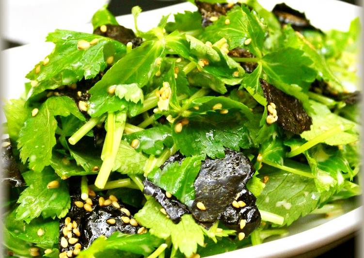 Easy Mitsuba and Nori Seaweed Salad