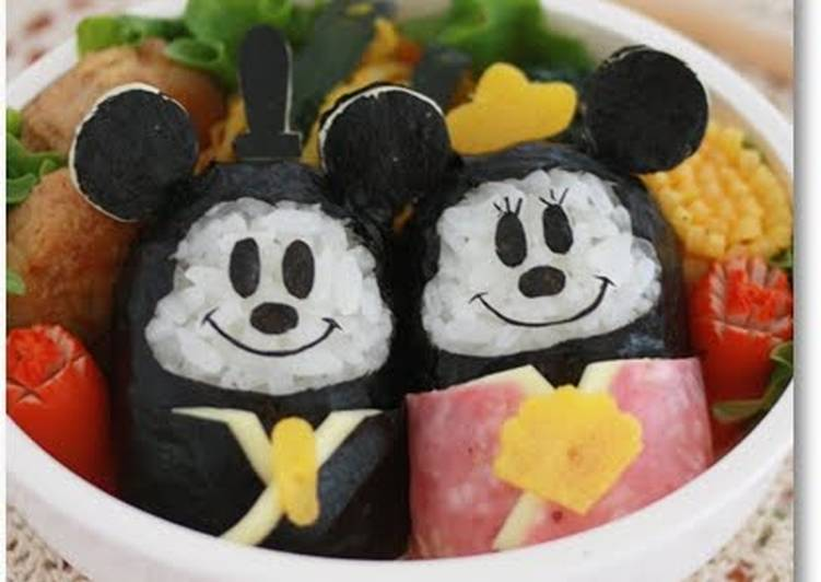 How to Prepare Quick Doll Festival Bento with Mickey and Minnie Onigiri