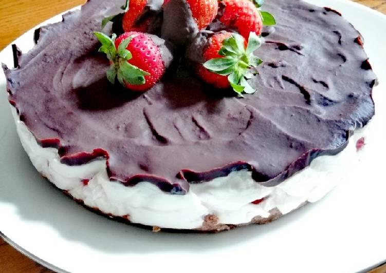 Ricetta Cheesecake fragole e cioccolato
