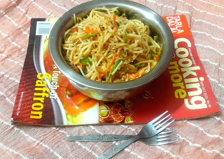 Easiest Way to Cook Yummy Chicken and veg hakka noodles-Indochinese