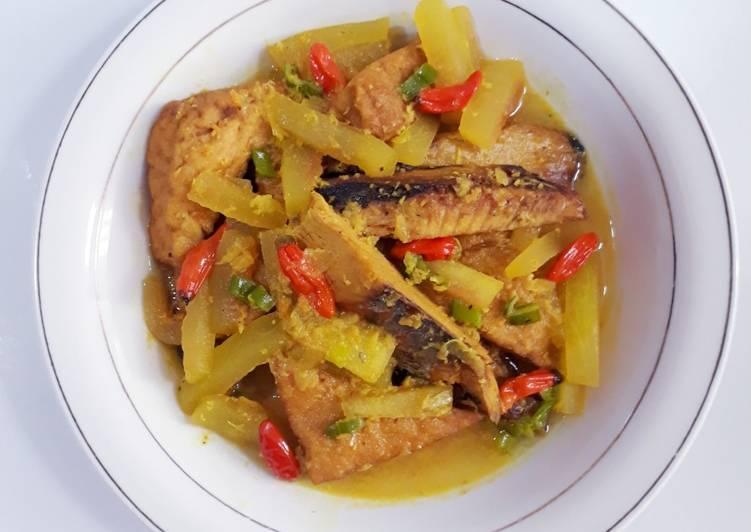 Acar Kuning Kulit Semangka dan Tongkol Potong - cookandrecipe.com