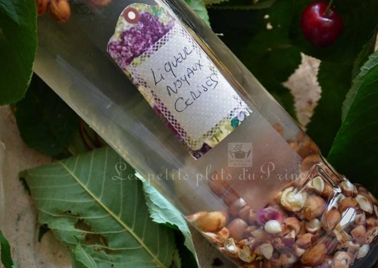Liqueur de noyaux de cerises