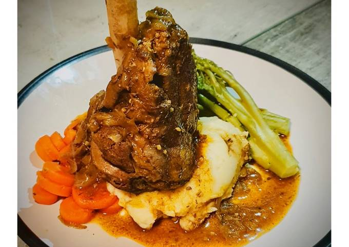Slow Cooked Lamb Shank with Garlic-Spring Onion Buttery Mashed Potatoes and Red Wine+Onion Jus