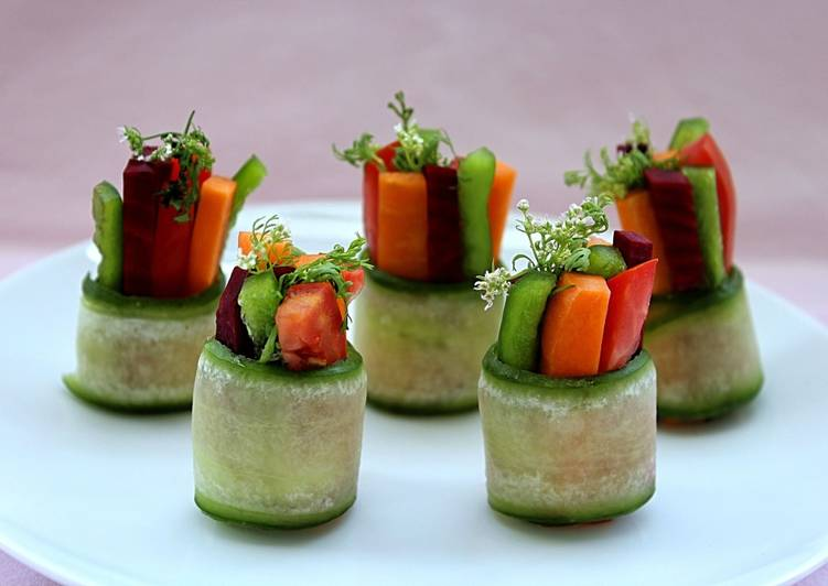 Raw Zucchini Greek Salad Makizushi