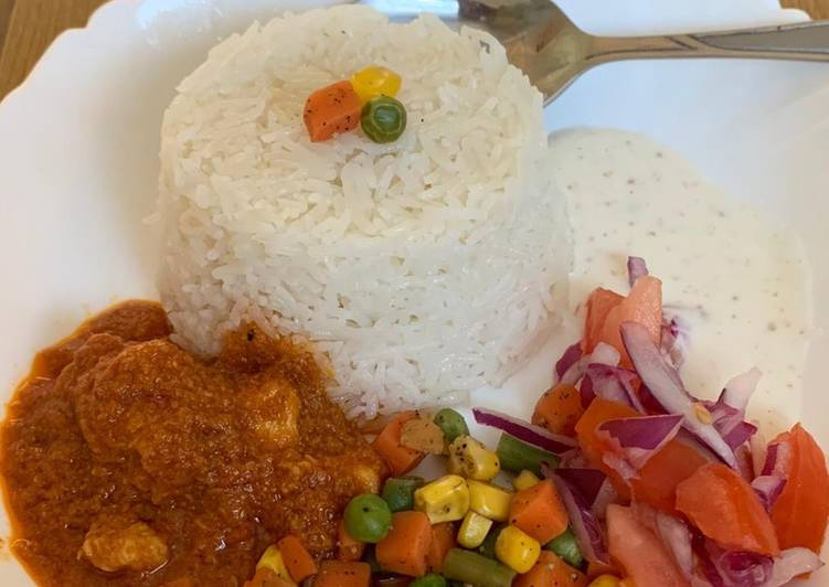 Recipe: Appetizing Garlic rice with gravy chicken and veggies and salad raita