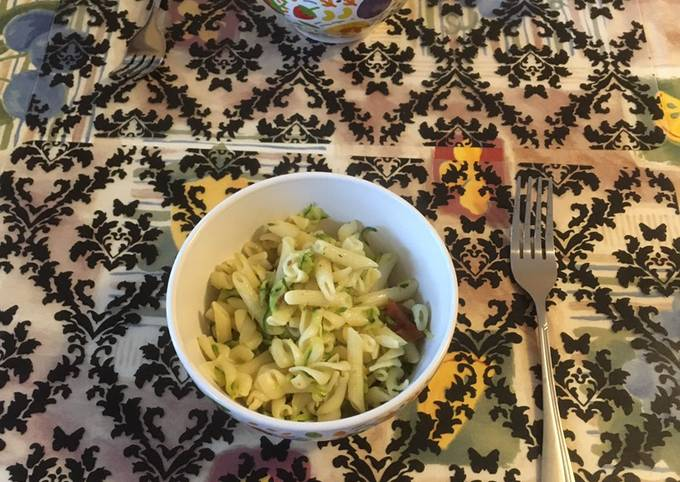 Pasta with zucchini and dried tomatoes