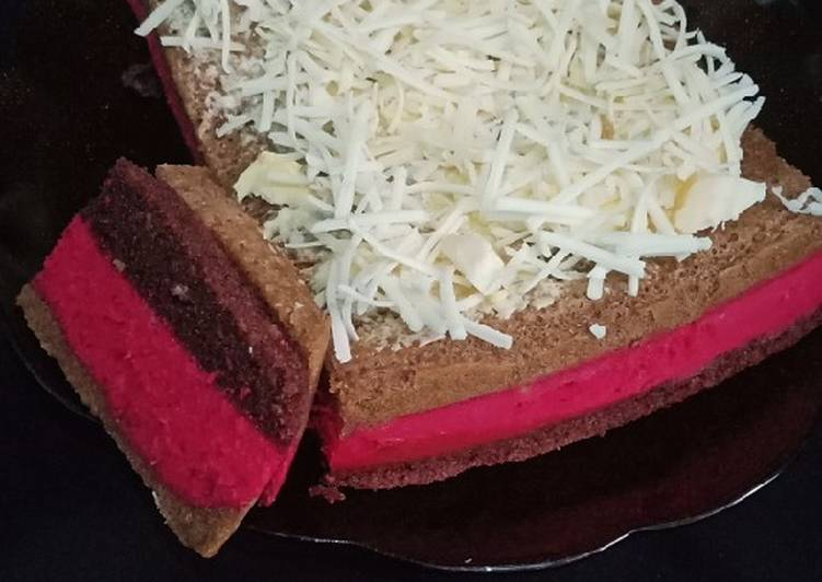 Rainbow cake luwak white coffe and chocolatos