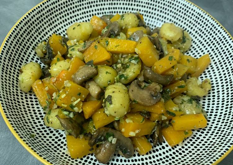 Crispy Gnocchi with Mushrooms, Squash & Sage (vegan)