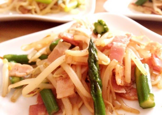 How to Prepare Ultimate Stir Fried Asparagus, Bacon, and Bean Sprouts
