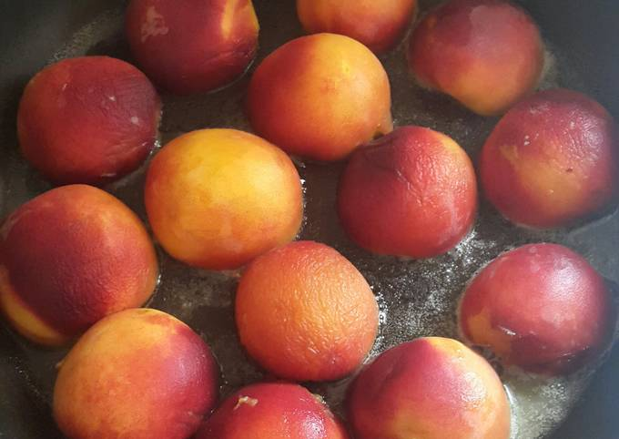 Grilled peaches with Dulce de leche mascapone cream