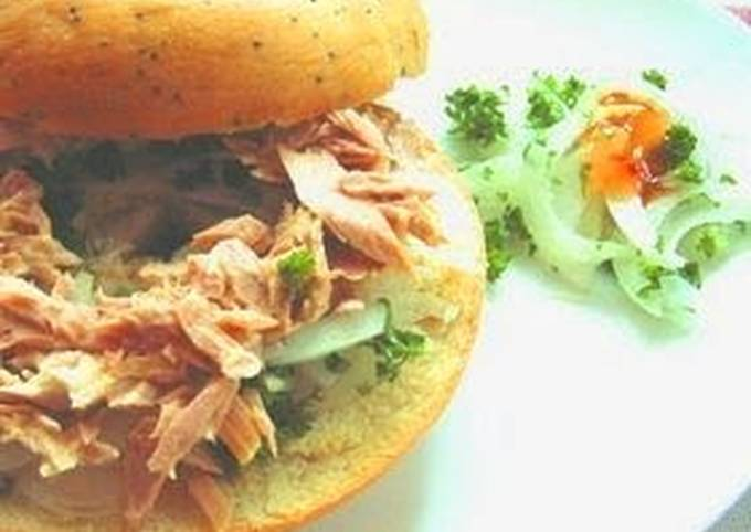 Sweet Onion and Tuna Sandwich with Sweet Chilli Sauce and Mayonnaise♪