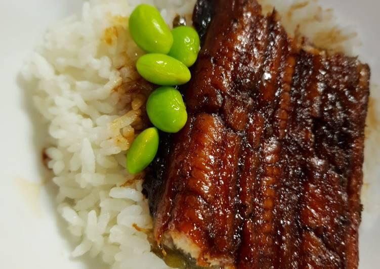 Unadon (Unagi/Belut jepang dengan nasi)