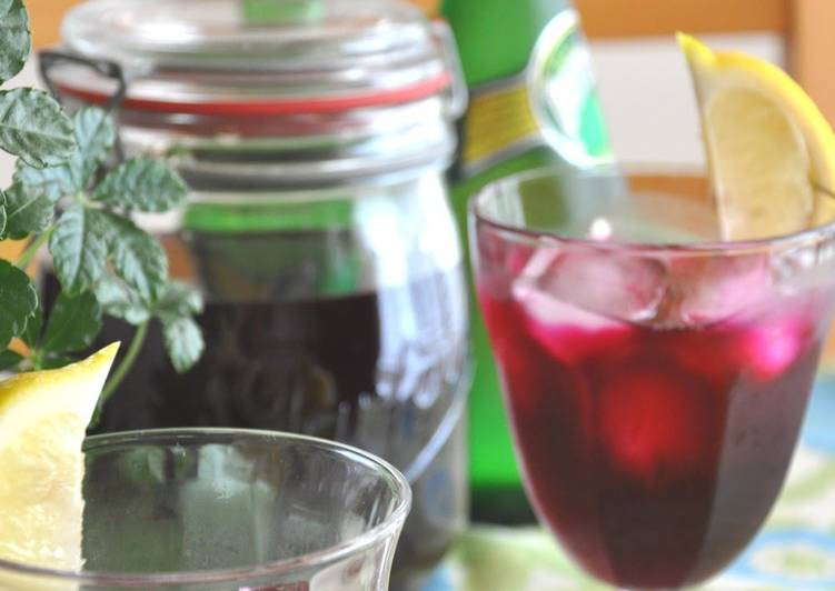 Learn How to Elevate Your Mood with Food Healthy Red Shiso Leaf Juice