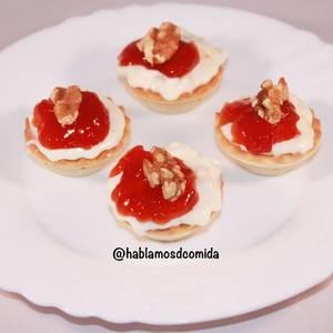Tartaleta de queso crema con mermelada de tomate