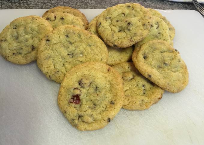 Chocolate Chip And Cranberry Cookies