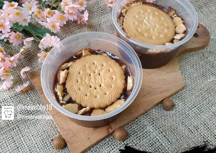 Pudding Susu Cokelat Biskuit