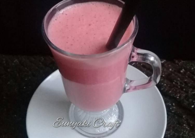 Steps to Prepare Ultimate Strawberry Banana Smoothie