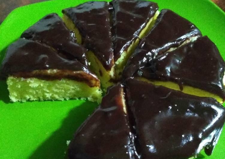 Durian Cake with Chocolate Sauce (Bolu Durian)