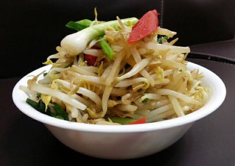 Vegan Bean Sprouts In 5 Minutes
